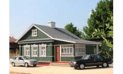 Сельский дом с верандой закрытого типа