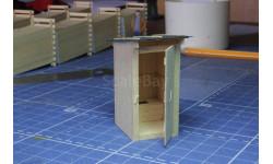 Макет деревянного туалета с сидением.