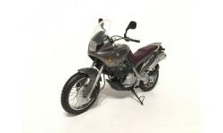 Мотоцикл BMW F650 серый металлик 1:18