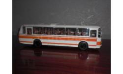 автобус ЛАЗ  1:43