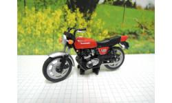 Мотоцикл Kawasaki Z400FX(красный) от производителя UCC в 1:43 масштабе, масштабная модель мотоцикла, 1/43