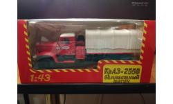 КраЗ-255В балластный тягач (красный) с тентом 1:43 - Наш автопром, масштабная модель