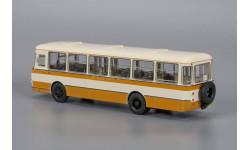 Автобус ЛиАЗ-677М бежево-желтый, масштабная модель, Classicbus, 1:43, 1/43