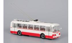 Троллейбус ЗиУ-5 Красный