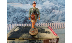 King & Country WWII AK041 German Africa Corps Marching AK Officer, фигурка, 1:32, 1/32