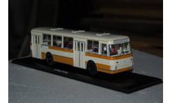 ClassicBus. ЛИАЗ-677М Бежево-жёлтый (с запасным колесом)