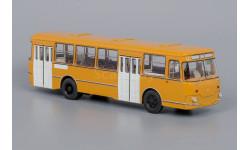 Автобус ЛиАЗ 677М охра