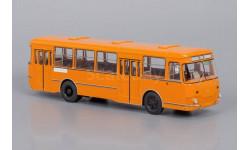 Автобус ЛиАЗ 677М оранжевый