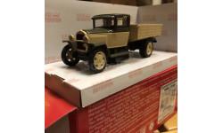 Н253-бк Автомобиль ММ (1946) бежевый с коричневым 1:43 - Наш автопром