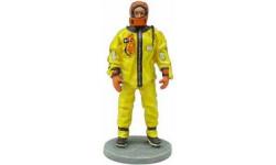 Delprado 1:32  Канадский пожарный в утеплительном костюме г.Монреаль 2003, фигурка, 1/32