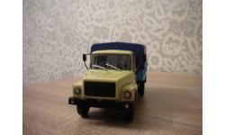 ГАЗ-33073 (двиг. ЗМЗ-513) Грузовое такси, бежевый-синий
