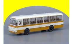 ЛиАЗ-677М (с запасным колесом) ClassicBus ЛиАЗ 677 М Бежево-жёлтый (с запасным колесом) 04018С, масштабная модель, 1:43, 1/43