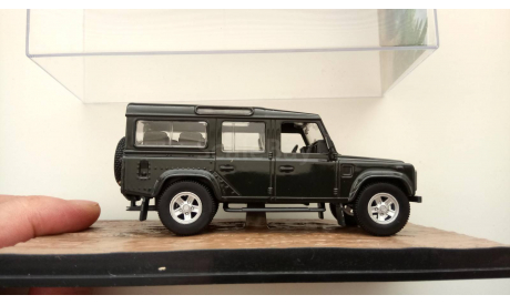 1:43 ​Land Rover Defender 110 Casino Royale Universal Hobbies, масштабная модель, scale43