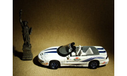 Pontiac Firebird Trans Am Daytona 500 Pace Car (1999) - Yatming Road Signature - 1:43