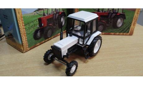 160114 трактор мтз-82 2-х цв.(пластик, белый черн кабина белая крыша), масштабная модель трактора, Металл-Пласт, scale43