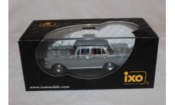 Mercedes  200D W110 1966   IXO  1/43
