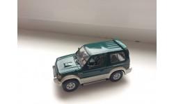 Mitsubishi Pajero SWB 1994    Minichamps 1/43