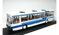 модель автобуса ЛиАЗ-5256 бело-синий Classicbus