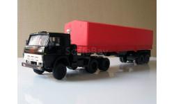 КамАЗ 5410 и полуприцеп ОДАЗ с красным тентом