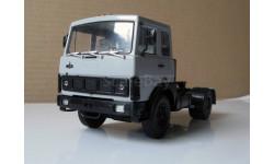 Тягач МАЗ 5432 серый