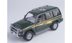 1998 Mitsubishi Pajero Long 3.5 V6 (Dark green), масштабная модель, 1:18, 1/18, Sunstar