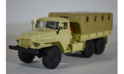Миасский грузовик 375Д бортовой с тентом (бежевый)