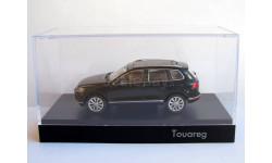 VW Touareg 2015 чёрный Herpa 1:43 дилерский