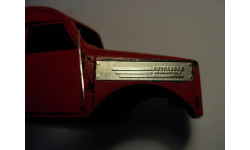 1/43 пара накладок на боковины капота для ГАЗ-51, 63, 93 с выштамповками и надписями 'АВТОЗАВОД им. Молотова' 1:43