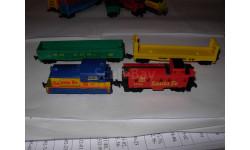 модель американского поезда -тепловоз +3 вагона 9mm Aurora Мексика