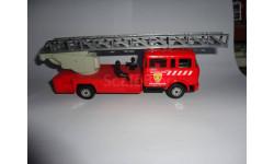 модель 1/43 пожарная автолестница Magirus DL-30H Berliet GBK-18 с 2-мя фигурками Norev Франция пластик 1:43 пожарный