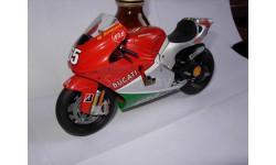 модель 1/12 гоночный мотоцикл DUCATI - DESMOSEDICI MOTOGP 2006 LORIS CAPIROSSI Altaya 1:12, масштабная модель мотоцикла, scale12