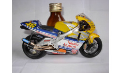 модель 1/12 гоночный мотоцикл HONDA - NSR500 TEAM NASTRO AZZURRO N 46 500cc WORLD CHAMPION 2001 VALENTINO ROSSI Altaya металл 1:12