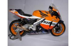 модель 1/12 гоночный мотоцикл HONDA - RC211V N 26 MOTOGP 2006 DANIEL PEDROSA Altaya металл 1:12
