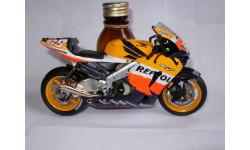 модель 1/12 гоночный мотоцикл HONDA - RC211V TEAM REPSOL N 69 MOTOGP 2004 N.HAYDEN WORLD CHAMPION Altaya металл 1:12