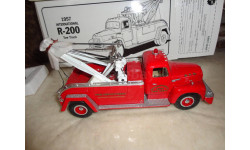 модель 1/34 Tow truck/пожарный кран International R-200 1957 Springfield First Gear металл