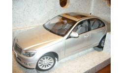 модель 1/18 Mercedes Benz C-Class W204 седан Autoart металл