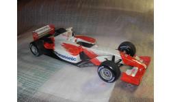 модель F1 Формула 1 1/18 Toyota F1 2002 Show Car 'Panasonic' Minichamps / Paul's Model Art металл 1:18