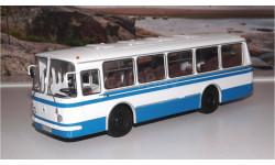 ЛАЗ 695Н бело-синий ( без надписей !!! ) СОВА