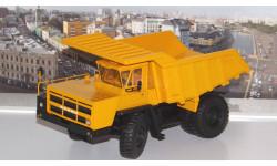 Карьерный самосвал БЕЛАЗ-7522 поздний, жёлтый