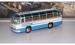 ЛАЗ 695Б туристический Комета (1958), белый / голубой Ультра