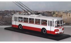 ЗИУ 5  бело-красный  ClassicBus