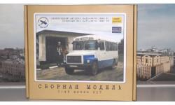Сборная модель Пригородный автобус КАВЗ-3976   AVD Models KIT