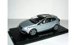 Volvo V40 Cross Country 4WD 2013г 1/43 MotorArt --- Вольво Вэ40 Кросс Кантри 4х4 silver-GREY