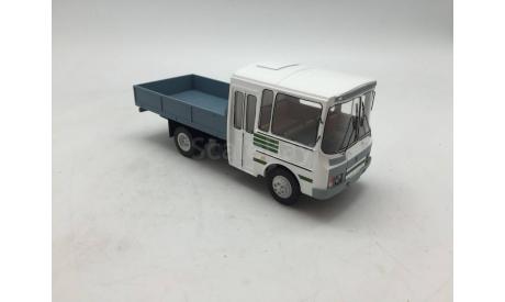 ПАЗ 3205 Внутризаводской. зелен. полосы. Nik models, масштабная модель, 1:43, 1/43