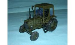 Трактор МТЗ-82 с зеркалами и дворниками (хаки)