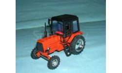 Трактор МТЗ-82 с зеркалами и дворниками (орн.-черн.)