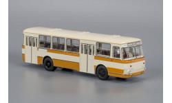 ЛиАЗ 677М бежево-жёлтый с запасным колесом, масштабная модель, Classicbus, 1:43, 1/43