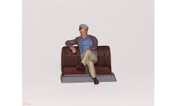 Фигурка в масштабе 1/43 Мужчина сидячий., фигурка, 1:43, OPUS studio