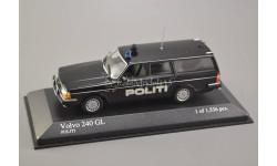 1:43 — Volvo 240 GL break Politi