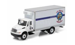 INTERNATIONAL Durastar Box Van 'Los Pollos Hermanos' 2013 (из телесериала 'Во все тяжкие'), масштабная модель, Greenlight Collectibles, scale64